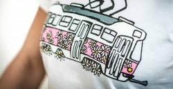 Bílé dámské triko s kopretinovou tramvají T3