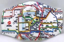 Rouška se schématem pražské sítě MHD