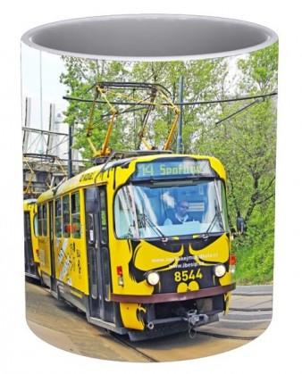 """Hrnek s tramvají """"Neskákej mi pod kola"""""""