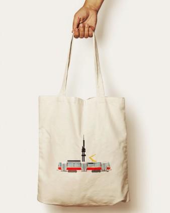 Bavlněná taška s motivem tramvaje T6A5 a Žižkovskou věží