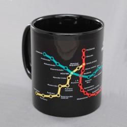Černý hrnek se schématem metra 1989